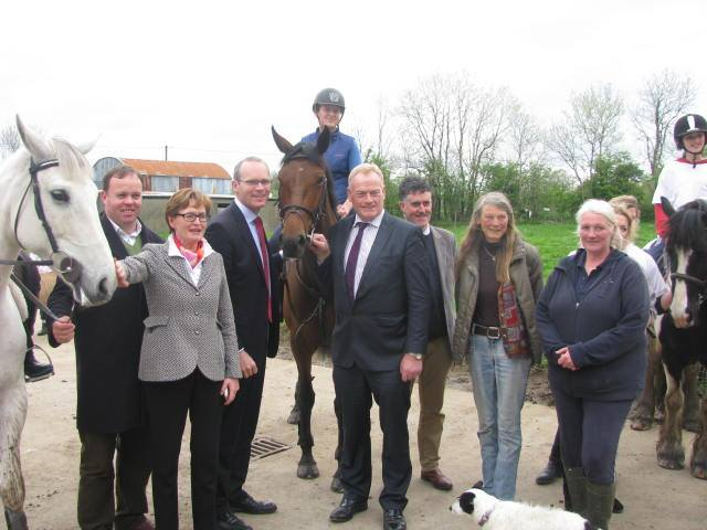 Minister for Agriculture visits Hungry Horse Outside